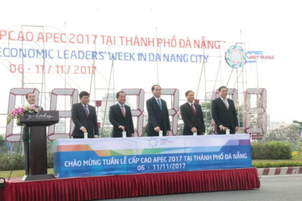 Chủ tịch nước bấm nút khởi động đồng hồ đếm ngược APEC 2017