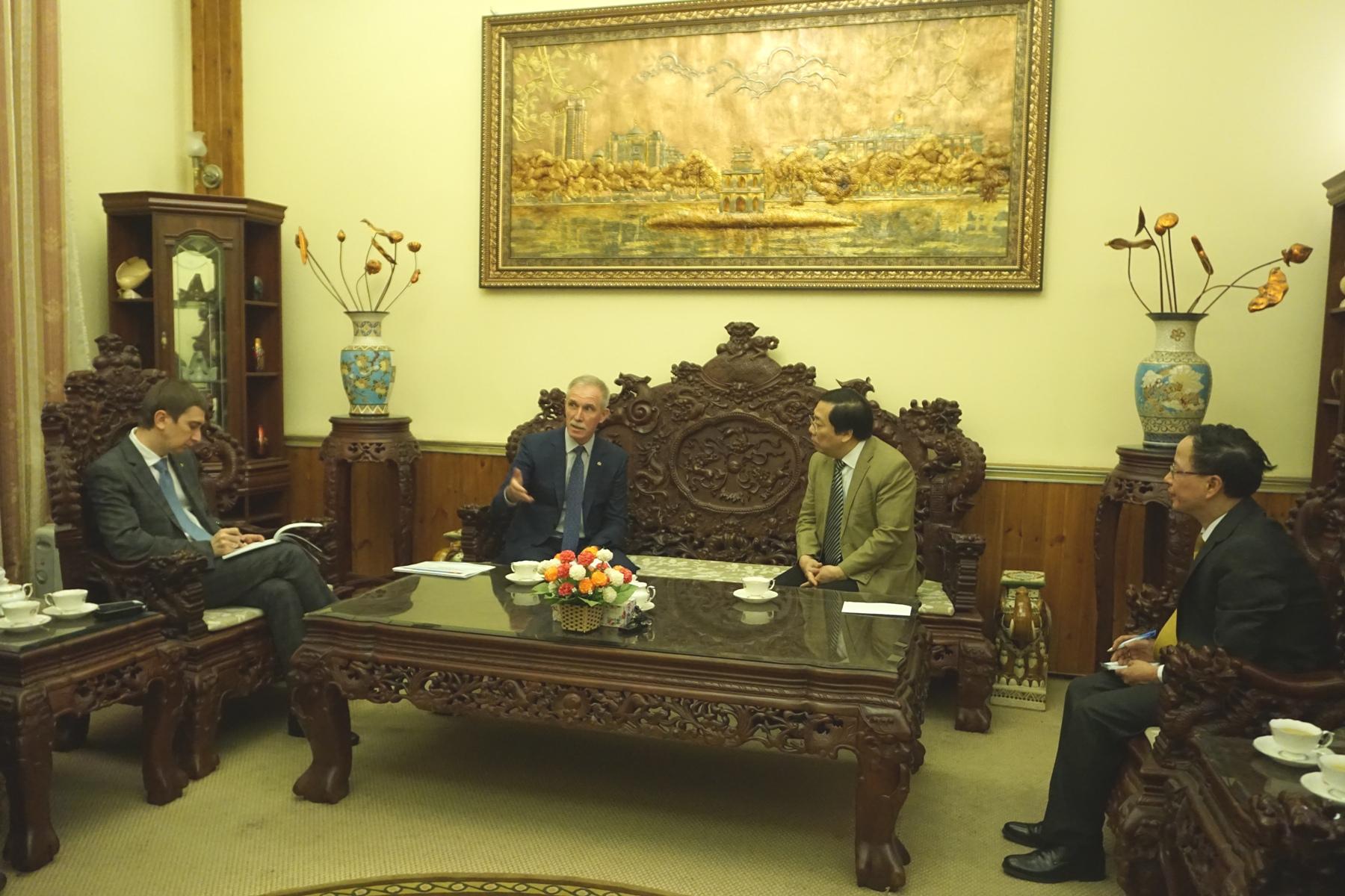 Đại sứ Việt Nam tại LB Nga Nguyễn Thanh Sơn tiếp đoàn lãnh đạo tỉnh Ulianovsk