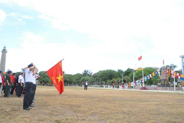 Kiều bào về thăm Trường Sa- nơi bình minh đầu tiên của Tổ quốc