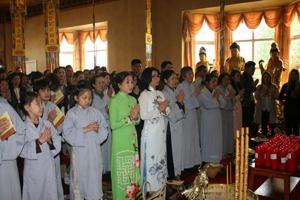 Đại lễ Phật Đản Phật lịch 2561 tại chùa Từ Đàm, Vương quốc Anh
