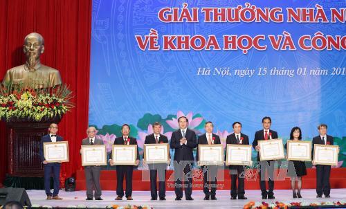 Chủ tịch nước trao Giải thưởng Hồ Chí Minh về KH&CN quân sự, quốc phòng