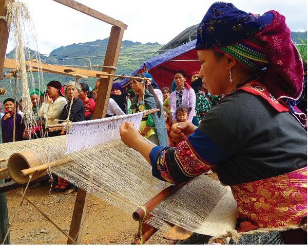 Hà Giang: Giữ gìn, phát huy nghề dệt vải lanh truyền thống