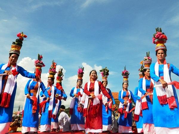 Trang phục của người Chăm ở Ninh Thuận và Bình Thuận