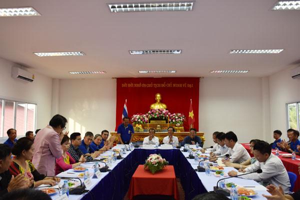 Thứ trưởng Vũ Hồng Nam gặp gỡ cộng đồng người Việt tại Mukdahan, Thái Lan