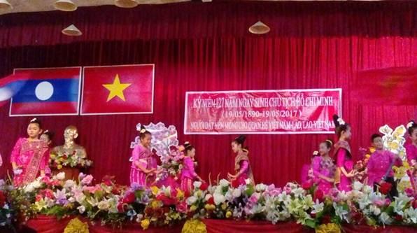 Kỷ niệm 127 năm Ngày sinh của Chủ tịch Hồ Chí Minh tại Savannakhet - Lào