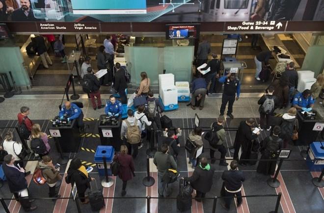 Có gần 740.000 người nước ngoài quá hạn thị thực ở Mỹ