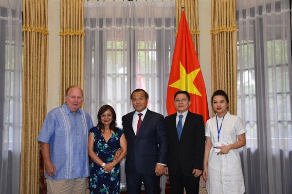 Thứ trưởng Vũ Hồng Nam tiếp Luật sư Việt kiều Trương Kim Anh