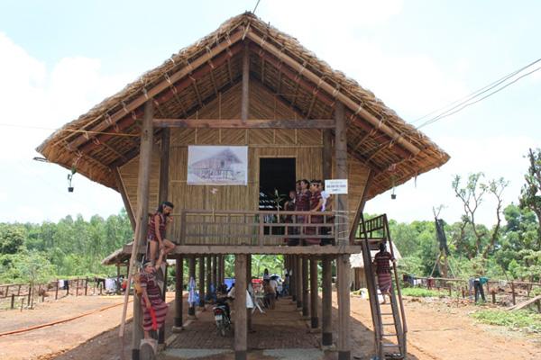 Độc đáo tập quán dựng nhà của người Chơ Ro