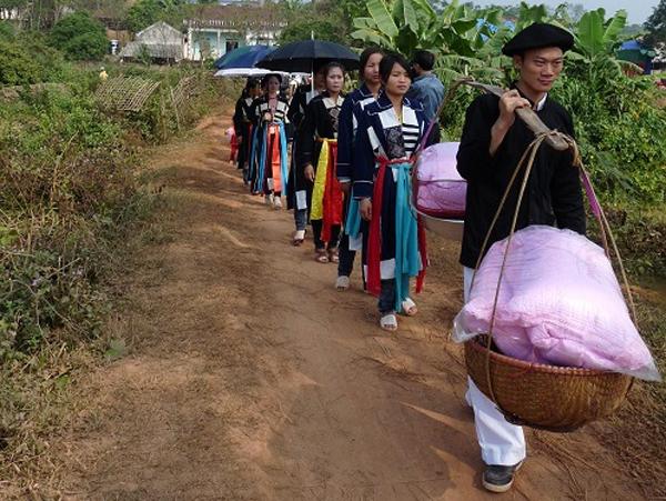 Đám cưới của người Cao Lan ở Đèo Gia