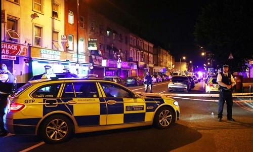 Thủ tướng Anh họp khẩn về vụ đâm xe gần thánh đường Hồi giáo