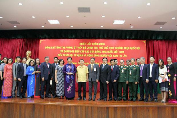Phó Chủ tịch Thường trực Quốc hội Tòng Thị Phóng thăm và nói chuyện với kiều bào tại Lào