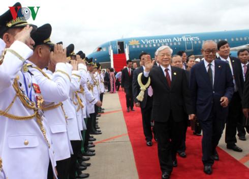 Tổng Bí thư đến Phnom Penh, bắt đầu thăm cấp Nhà nước Campuchia