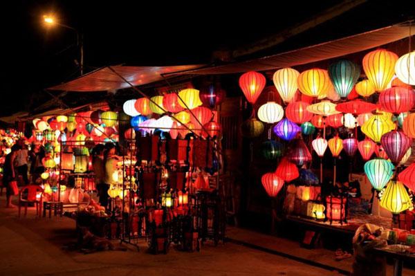Du lịch Việt Nam qua những khu chợ đêm nổi tiếng