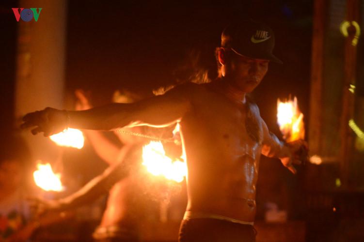 Những người đùa với lửa ở Thái Lan