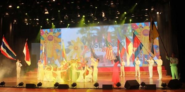 Tưng bừng liên hoan ca múa nhạc chào mừng ASEAN 50 tuổi
