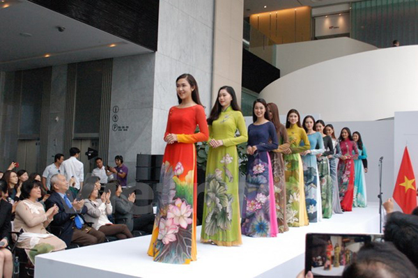 Khán giả Seoul say đắm vẻ đẹp tà áo dài truyền thống Việt Nam