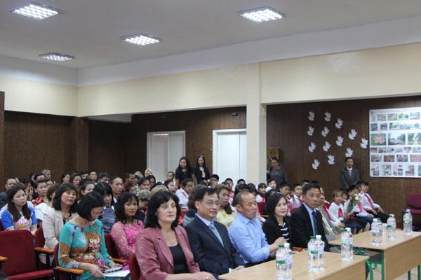 Trường PTTH chuyên Anh số 251 mang tên Hồ Chí Minh tại Kiev đón chào năm học mới