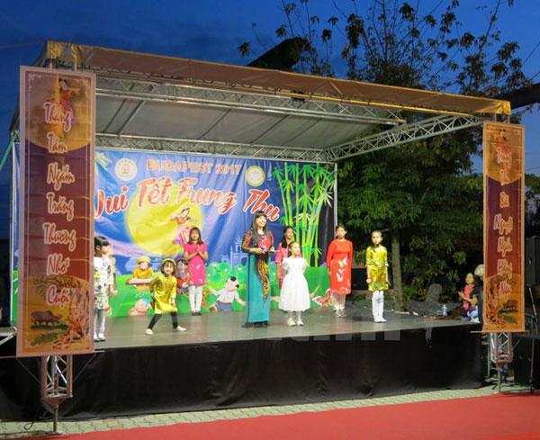 Rộn ràng lễ hội Tết Trung thu của cộng đồng người Việt ở Hungary