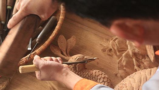 Làng nghề chạm khắc gỗ Đông Giao
