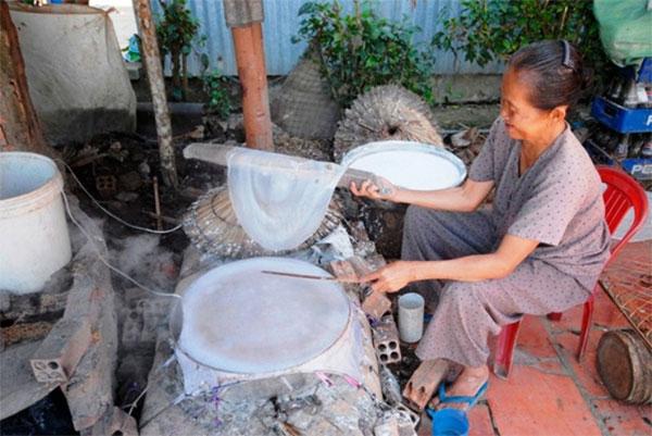 """Làng nghề bánh tráng Thuận Hưng """"đỏ lửa"""" hơn 200 năm"""