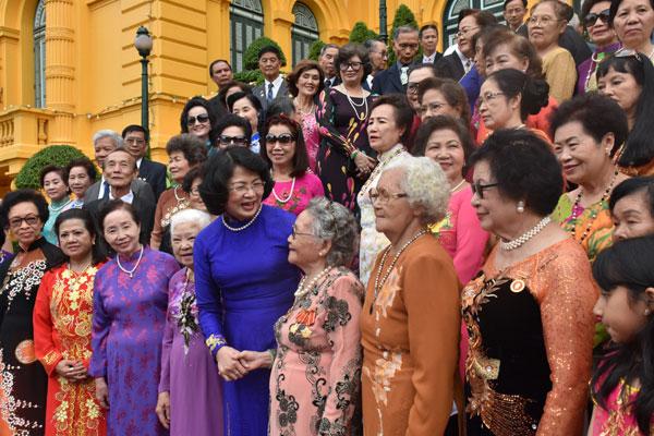 Phó Chủ tịch nước Đặng Thị Ngọc Thịnh tiếp Đoàn cựu giáo viên kiều bào tại Thái Lan