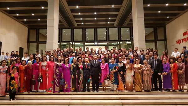 Phó Chủ tịch Quốc hội Uông Chu Lưu tiếp Đoàn cựu giáo kiều bào tại Thái Lan