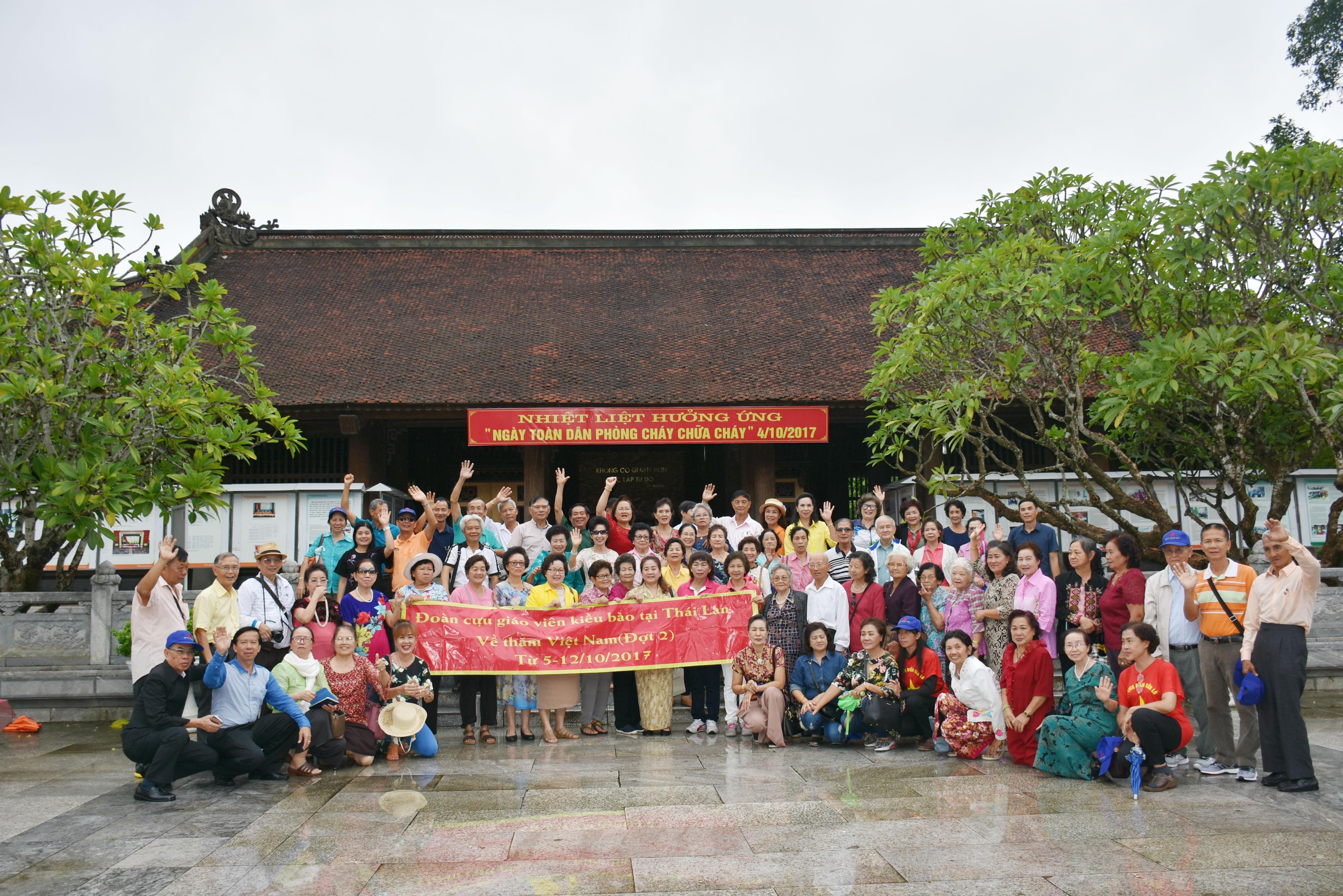 Chuyến về nguồn ý nghĩa của Đoàn cựu giáo viên kiều bào tại Thái Lan