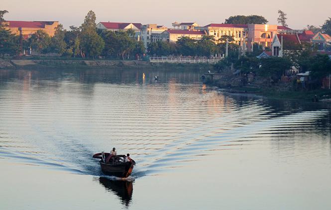 Có ai ngược dòng sông Kiến với tôi không?