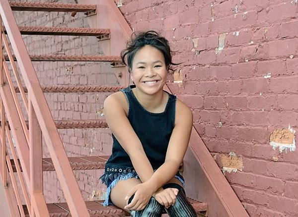 Bé gái gốc Việt khuyết tật ước mơ thành vận động viên bơi lội Mỹ