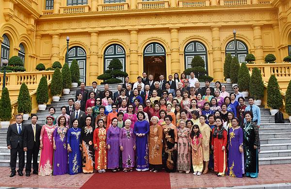Đoàn cựu giáo viên kiều bào tại Thái Lan thăm Việt Nam năm 2017