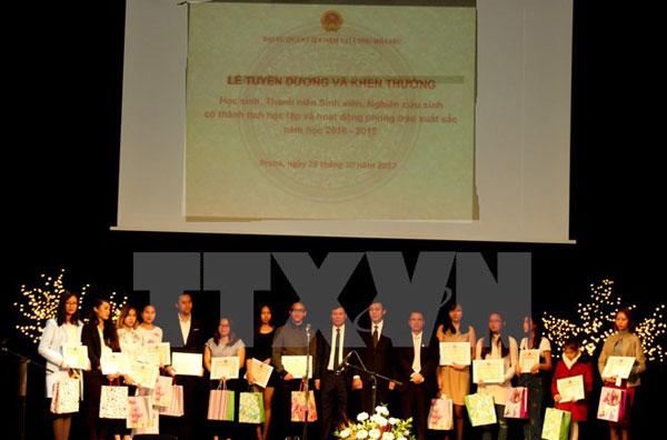 Tôn vinh truyền thống hiếu học của người Việt Nam tại Séc