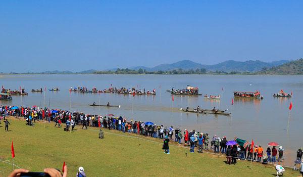 Dạo chơi trên hồ Lắk