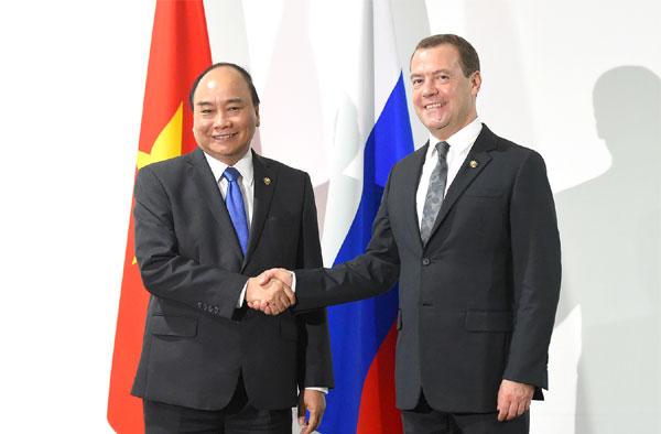 Thủ tướng Nguyễn Xuân Phúc gặp Thủ tướng LB Nga, Tổng thống Philippines