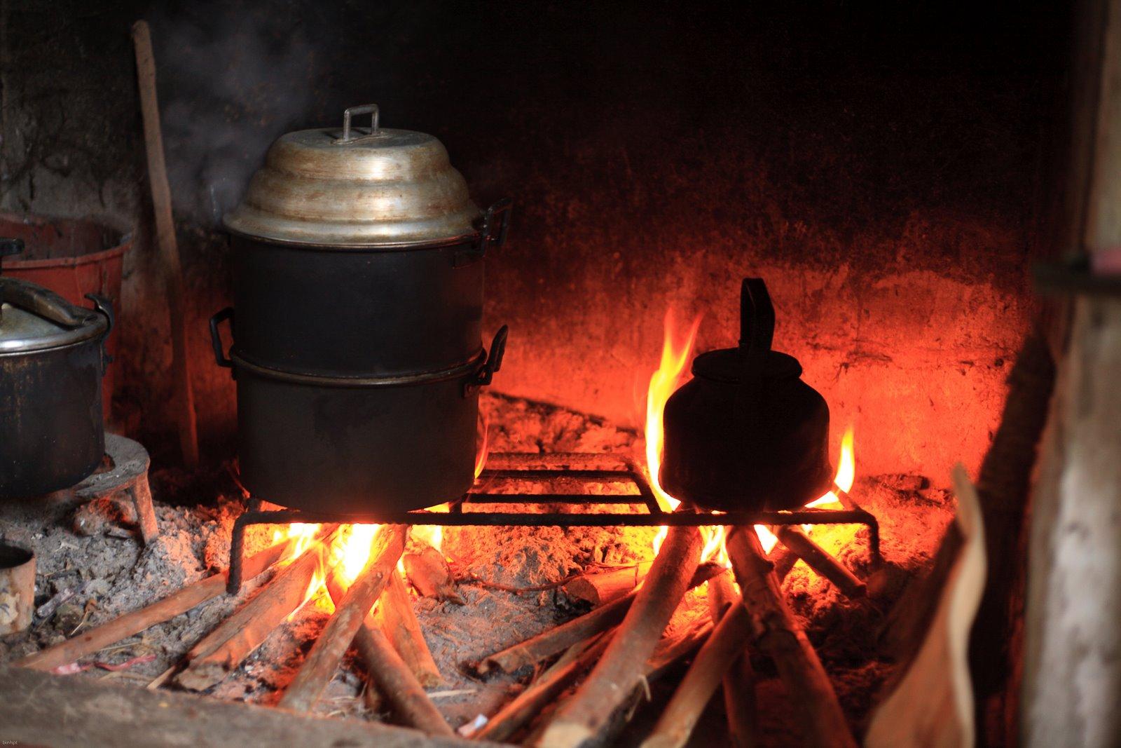 Bên bếp lửa
