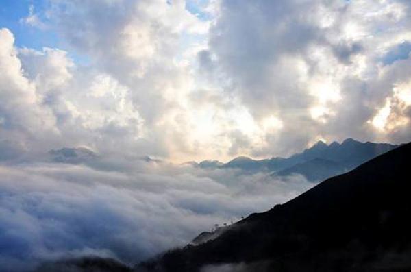 Tà Chì Nhù, đại dương trên mây