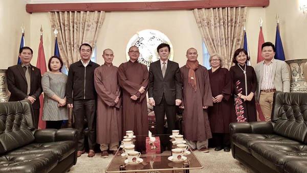 Đại sứ Hồ Minh Tuấn tiếp Đoàn Giáo thọ sư và thành viên Hội Đồng Điều hành TW Hội Phật tử VN tại CH Séc