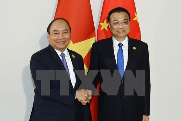 Thủ tướng Nguyễn Xuân Phúc gặp Thủ tướng Trung Quốc Lý Khắc Cường