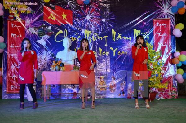 Sinh viên Việt Nam đón Tết Mậu Tuất đầm ấm tại Campuchia