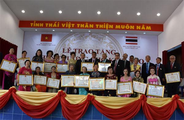 Trao tặng Huân, Huy chương cho kiều bào tại Thái Lan