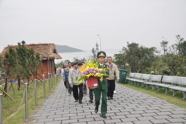 Đoàn cựu giáo viên kiều bào tại Thái Lan về thăm quê hương đón Tết