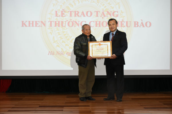Khen thưởng cho kiều bào Thái Lan hồi hương