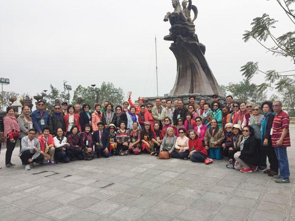 Đoàn cựu giáo viên kiều bào tại Thái Lan thăm Khu Di tích lịch sử Đền Gióng