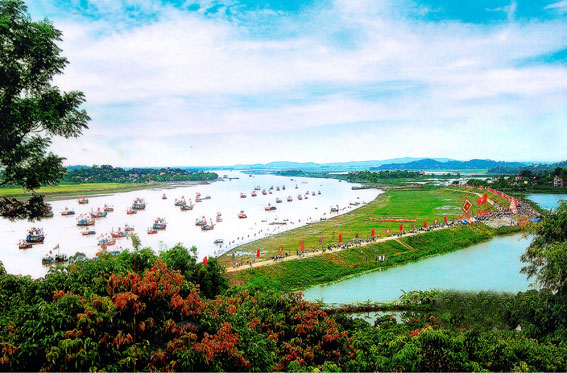 Đặc sắc lễ hội quân trên sông Lục Đầu