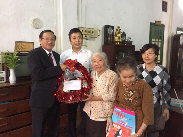 Cộng đồng người Việt Nam tại Lào tri ân kiều bào lão thành