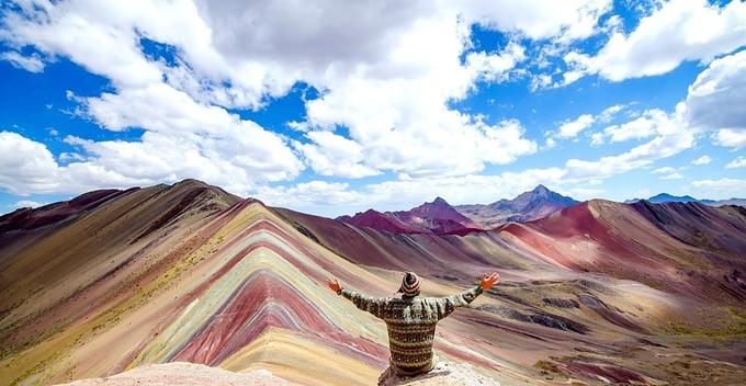 Ngọn núi 7 sắc cầu vồng kỳ lạ nhất thế giới