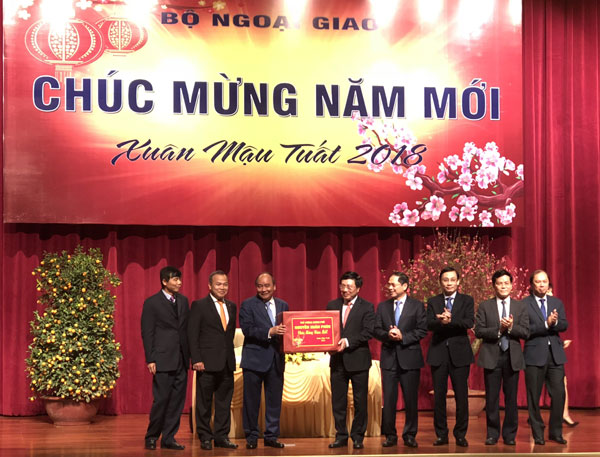 Thủ tướng Nguyễn Xuân Phúc: Thành tựu chung của đất nước có nhiều đóng góp của Bộ Ngoại giao