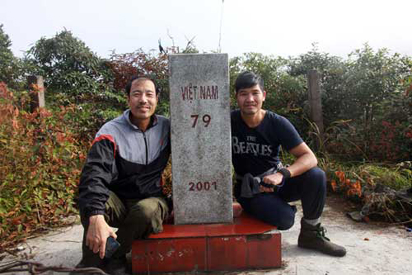 Chạm tay vào cột mốc cao nhất nước Việt