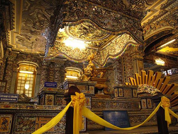 Sự pha trộn kiến trúc Đông – Tây của lăng Khải Định ở Huế