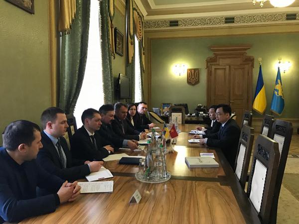 Đại sứ quán Việt Nam tại Ucraina thăm và làm việc tại tỉnh Lvov