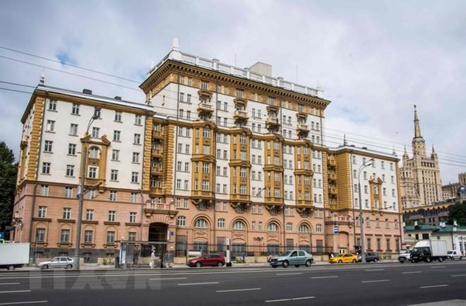 Các nhà ngoại giao bị trục xuất rời Đại sứ quán Mỹ tại Moskva